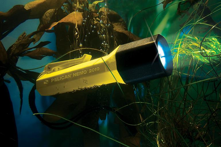 pelican-flashlight-dive-light-nemo-series