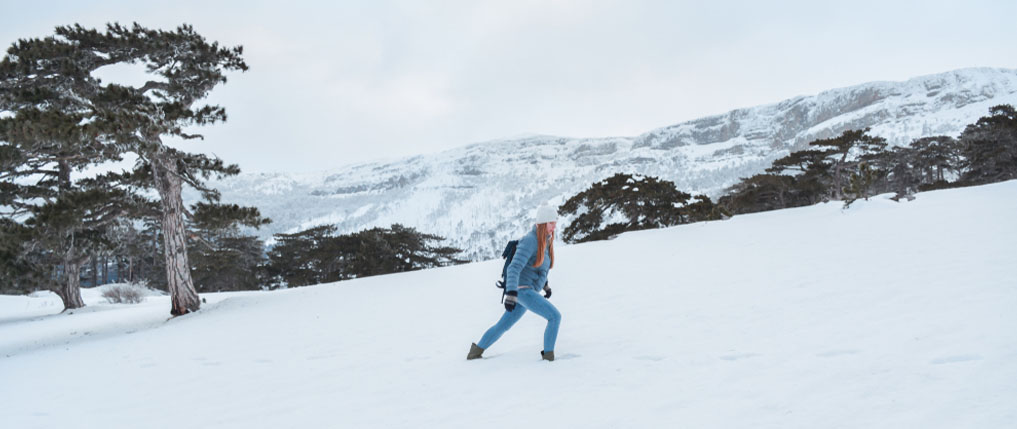 what to wear hiking in winter