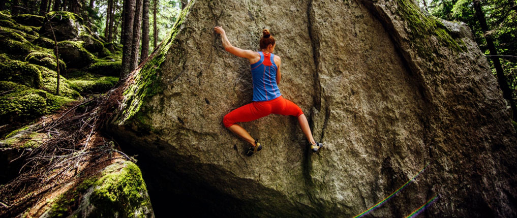 what is bouldering