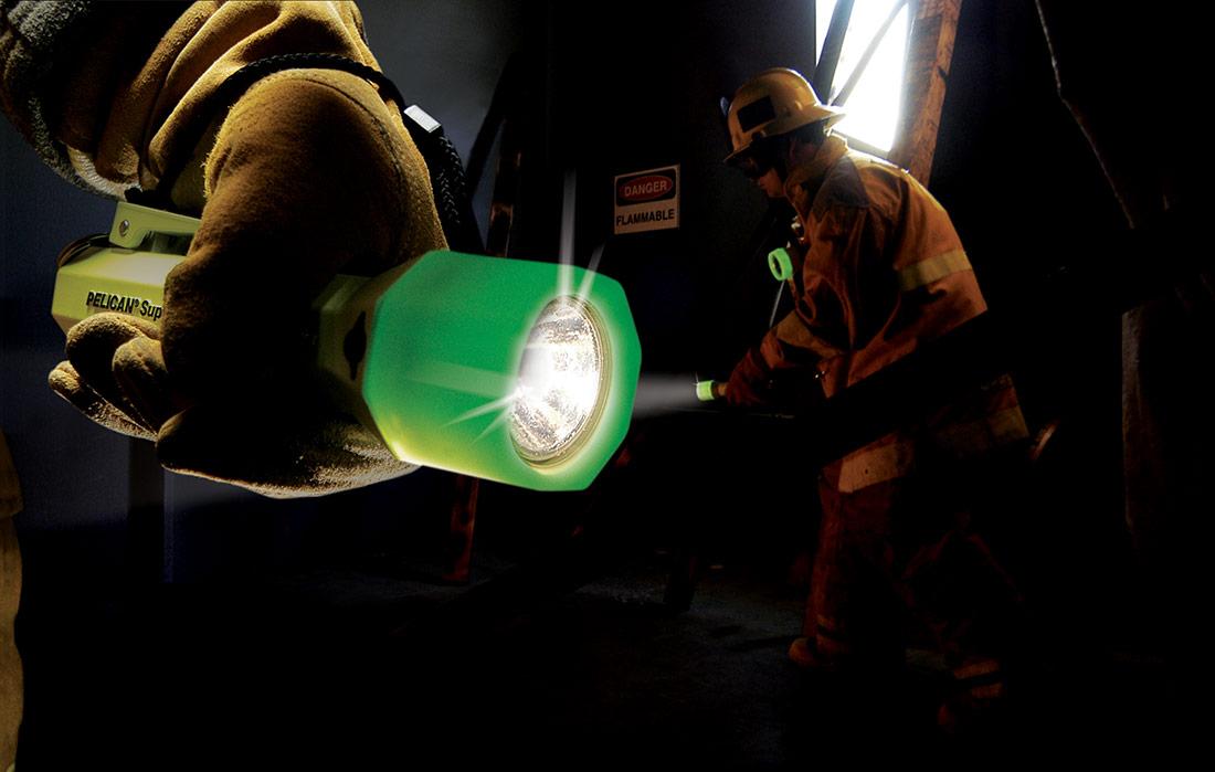glow in the dark photoluminescent flashlight