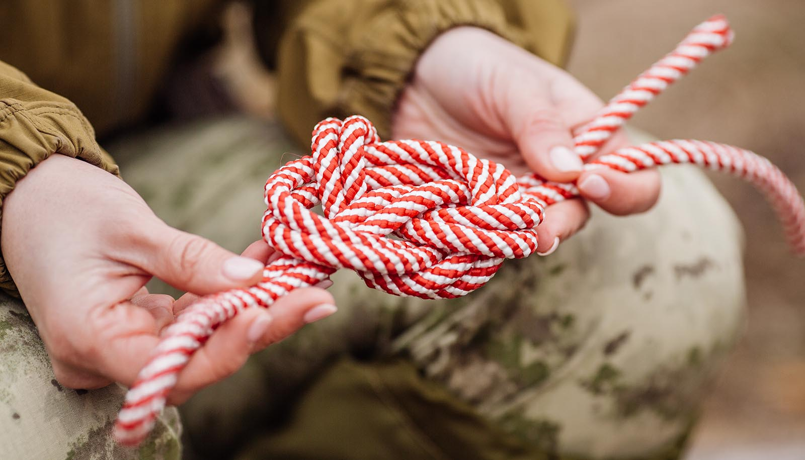 tying knot with rope