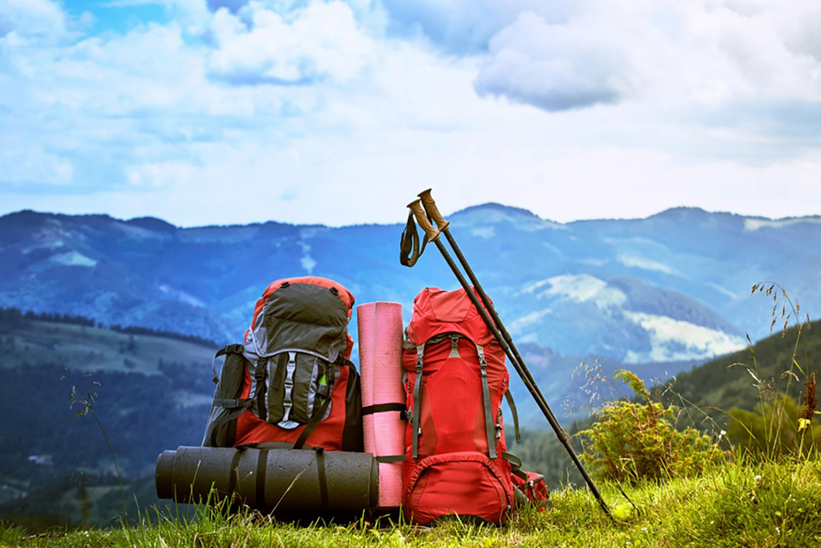hiking mountains summer