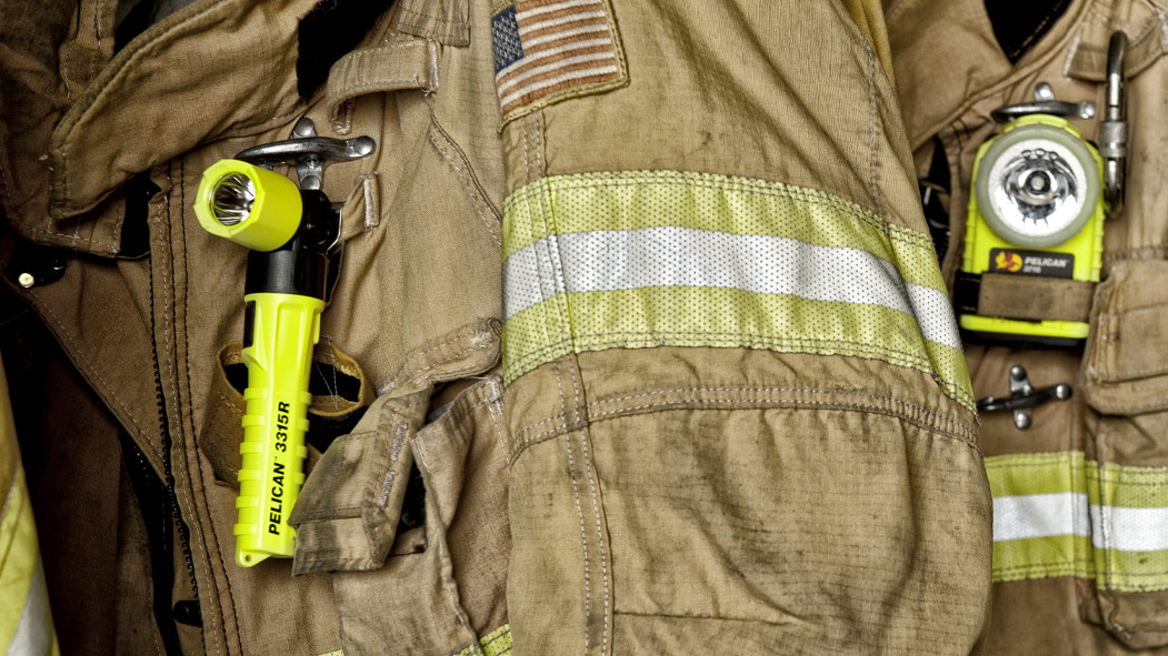 pelican 3315 right angle firefighter safety light
